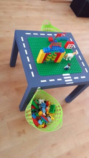 Legotafel van oude Ikeatafel