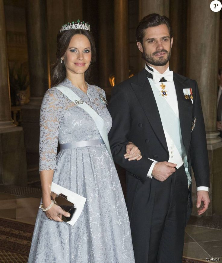 La princesse Sofia, enceinte, et le prince Carl Philip de Suède - Dîner du roi pour les lauréats du Prix Nobel au palais royal à Stockholm le 11 décembre 2015.
