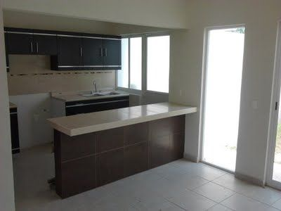 Casa nueva de dos pisos de en salahua sobre for Pisos para comedor