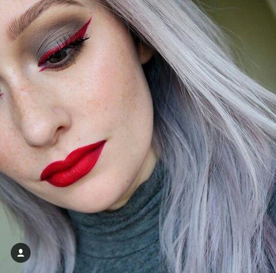 #jkissa...#Red #eyeliner with #grey tones