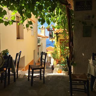 #myreality today on a drive around the island found a spot in the shade for late lunch in Vourliotes #samos #mygreekislandlife #expatlife #expatgreece #expatblogger