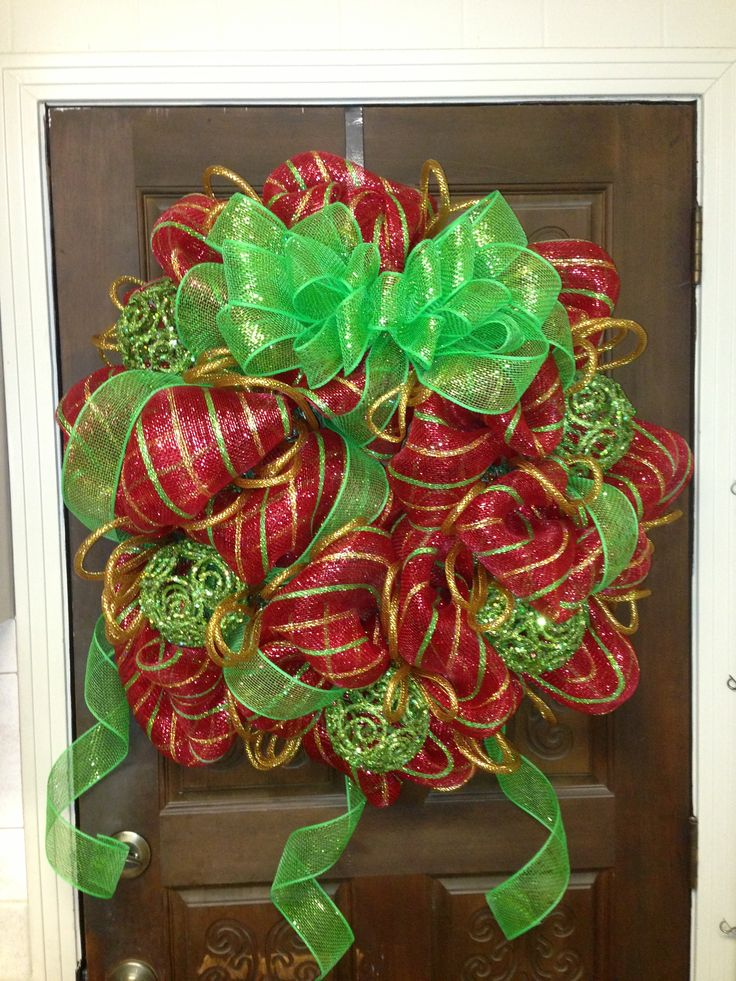 Christmas wreath DIY deco mesh - I want to learn how to make these this year!!!