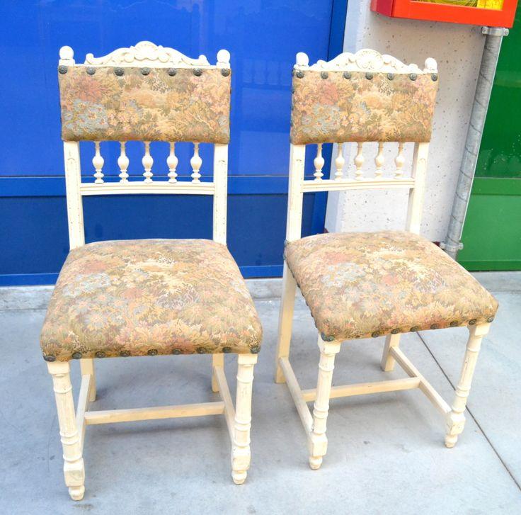 Coppia di sedie '800 neorinascimentali in rovere laccate nel '900