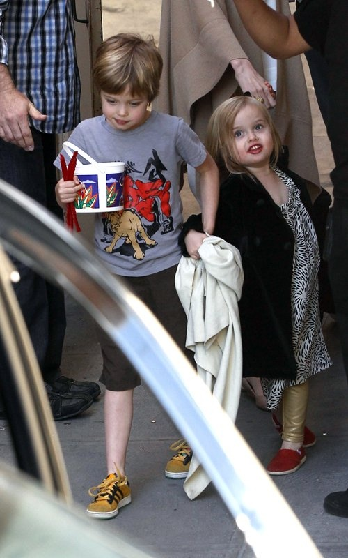 Pitt Jolie kids off to movies.