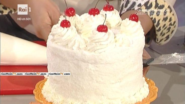 """La ricetta della coconut cake (torta al cocco) di Ambra Romani del 17 gennaio 2017, a """"La prova del cuoco""""."""