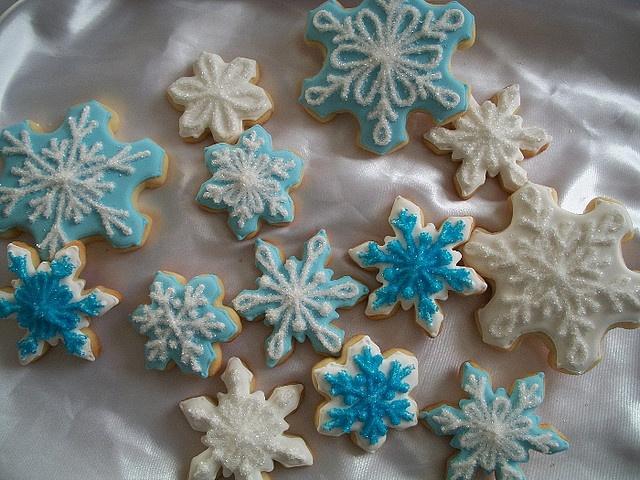 snowflakes by Brenda's Cakes - Ohio, via Flickr