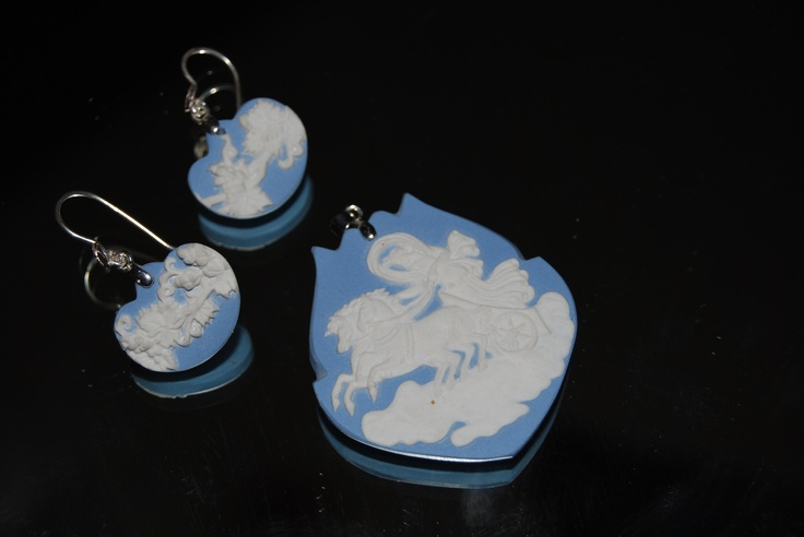 WEDWOOD  Earring and pendant/ set  Pieces of an antique broken WEDGWOOD plate