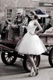 Prachtige fifties trouwjurk. Korte wijde jaren 50 trouwjurk. Rebella | ~Postorder hoek.Goedkope trouwjurken | Sweet Dreams Bruidsmode