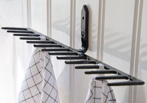 En rostig kratta blev en fin handdukshängare i svart! | Rake turned into hanger