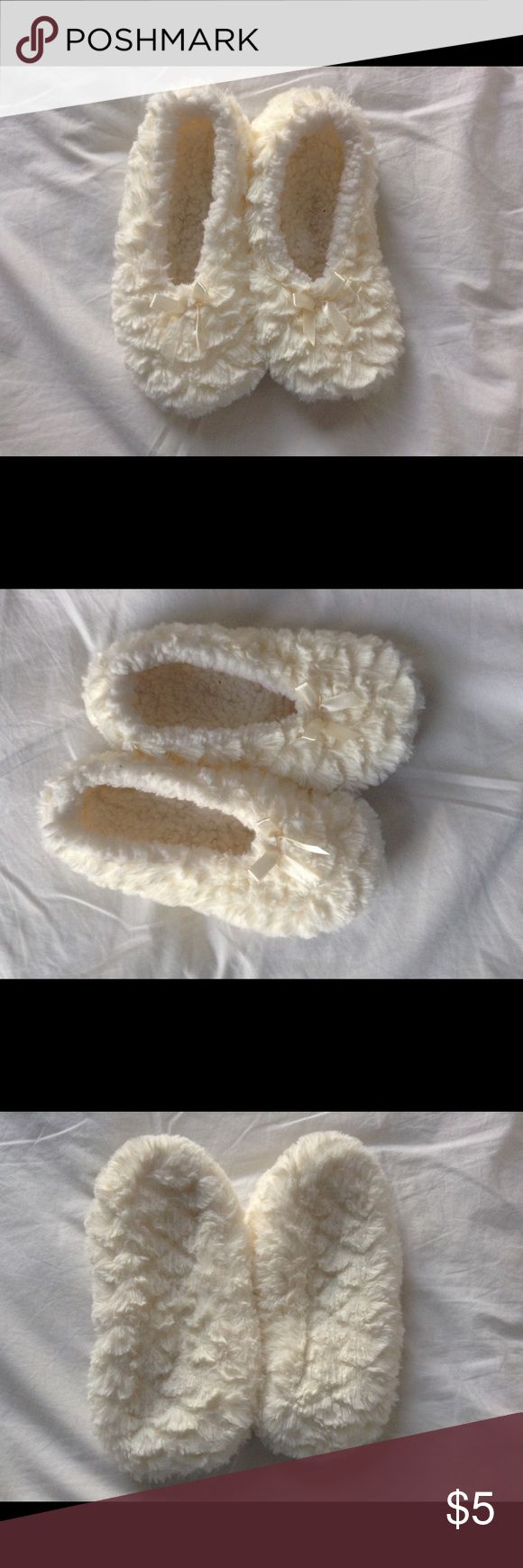 Woman's Slippers/Fuzzy Socks Super comfortable slipper/socks. Worn once but didn't fit & is in perfect condition (white creamy color) Shoes Slippers