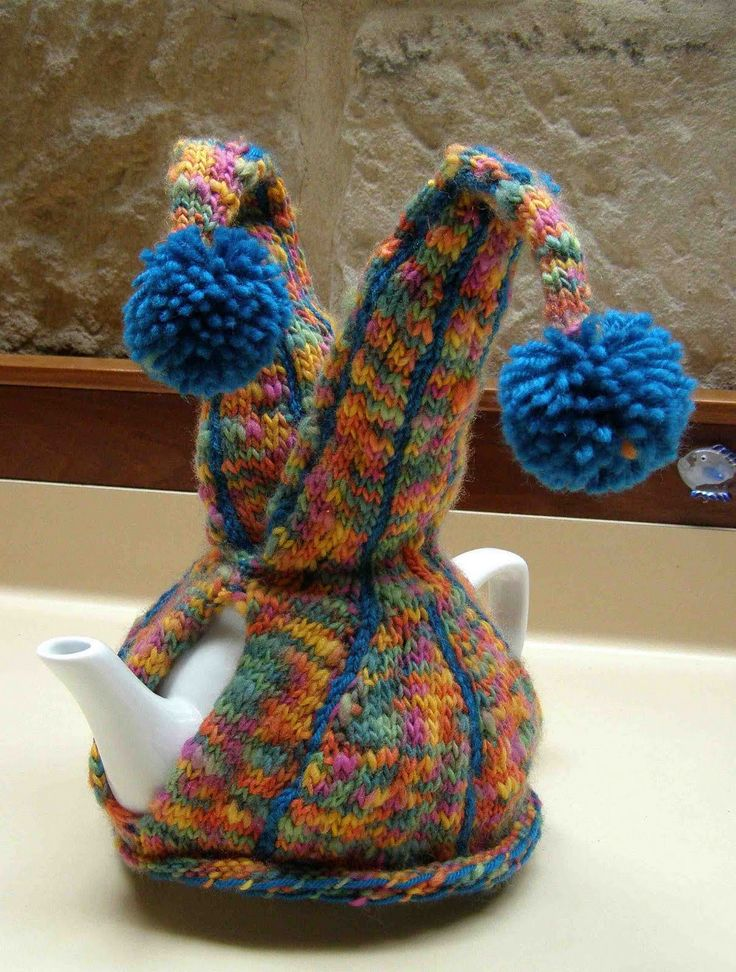A light and woolly blog about funny tea cosies and other beautiful knitted things. Sometimes The Naughties get a look in and perhaps The Bloke too.