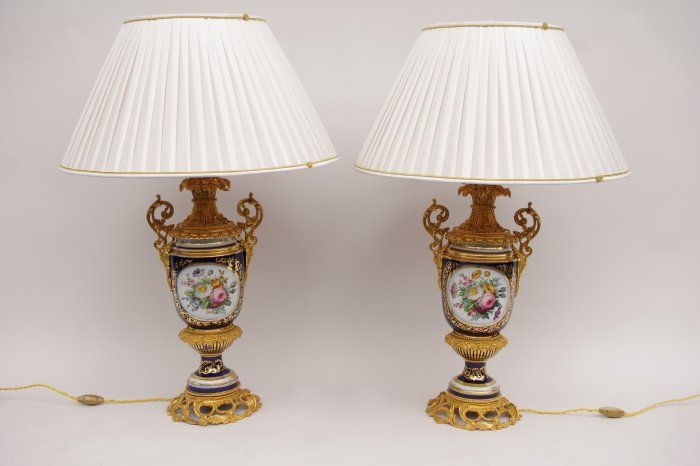 Pair of big Sèvres porcelain lamps from the 19th century- Jean Luc Ferrand Antiquités #antiquites #gilbronze #Sevres #lampshade #abatjour