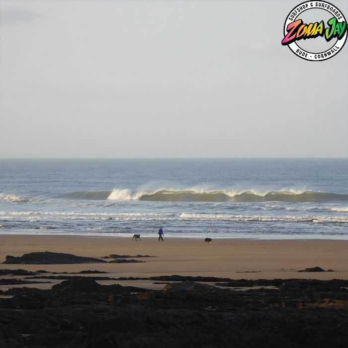 Check out our full detailed surf report, live webcams, and 7-day forecast at www.zumajay.co.uk/surf-report A crackalakin Budeiful day out there. Cold and crisp with offshore winds all day. Suns poking out and there is a solid 3 ft to boot! Should stay pumping all day. HIGH 14.40 LOW 08.36