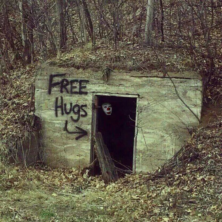 Free Hugs Pennywise Style. | Samhain and All Hallows OOOH ...
