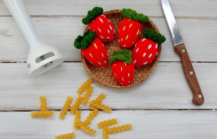 http://allegro.pl/zabawka-dla-dziecka-truskawki-komplet-i6206612957.html