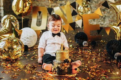 First Cake of lil gentleman in gold and black gamma with letters and balloons for big cakesmash in decorations