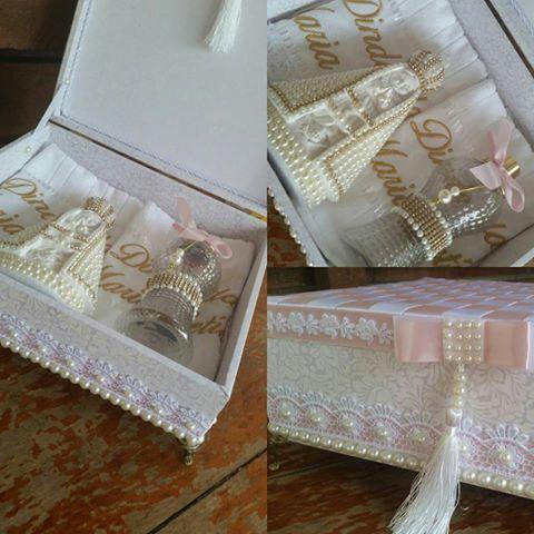 E esse kit para batizado!! Caixa+2toalhas bordadas +nossa senhora aparecida menina moça em pérola +difursor=♡♡ ●●○Disponível●●○ •DIRECT •WHATS (65)9627-1688 •WWW.FEITAMAO.COM.BR