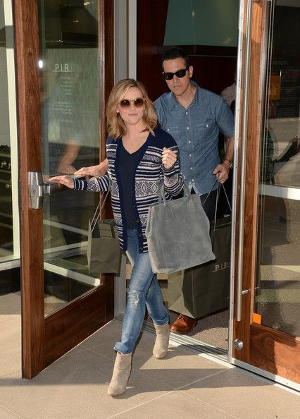 Reese Witherspoon - Reese Witherspoon and Her Husband Out in Glendale