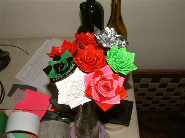 Rosas de fixo: Duct Tape, Roses Selah Bruce, Tape Roses Instead, Rose Bouquet, Art, Tape Roses It, Tape Roses Selah, Craft Projects, Rose Instructions
