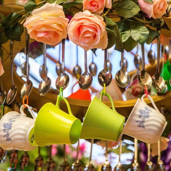 A Paris Le Chapelier Fou D Alice Au Pays Des Merveilles Vous