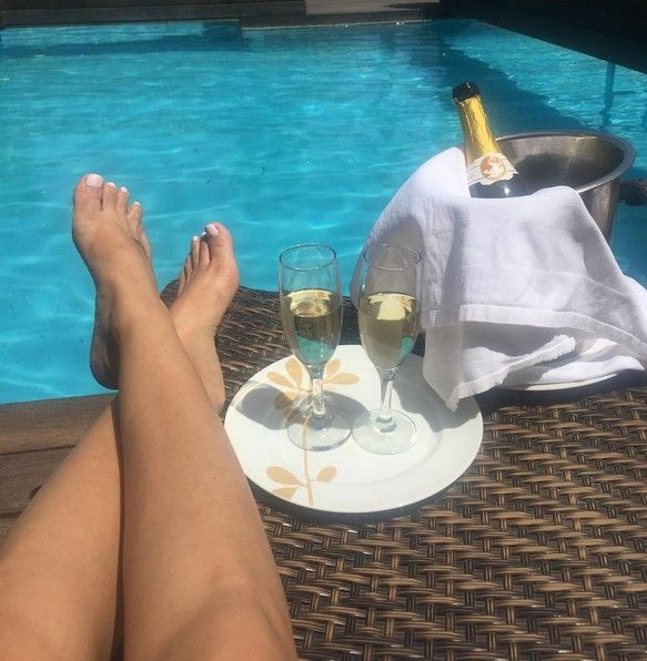 Ahhh... that Friday feeling when you're relaxing by the pool… Thank you for sharing @keren_avigal! Enjoy your weekend every one!