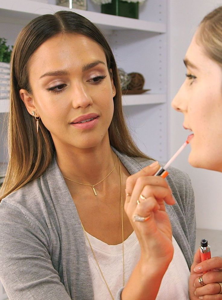 Jessica Alba's contouring technique is changing the game.