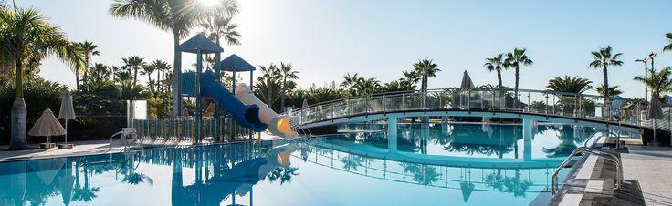 Web oficial del Hotel THB Tropical Island (Playa Blanca, Lanzarote). Especial vacaciones para familias y amigos con servicio de todo incluido.