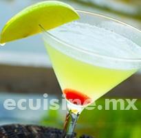 MARTINI DE MANZANA Sencilla receta de Martini de Manzana, con una decoración muy linda.  http://ecuisine.mx/recipe.php?id=772