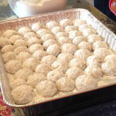 Las Bolitas de Nuez y Mantequilla son unas deliciosas y dulcecitas galletas con nuez y mantequilla. Es una de las recetas que más le gustan a mis hijos, una vez que las preparo, no duran mucho. ¡Deliciosas!