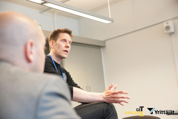 Sofokuksen Teemu vetää workshopia nuorille yrittäjille GeTTogetherissä #GETTO13