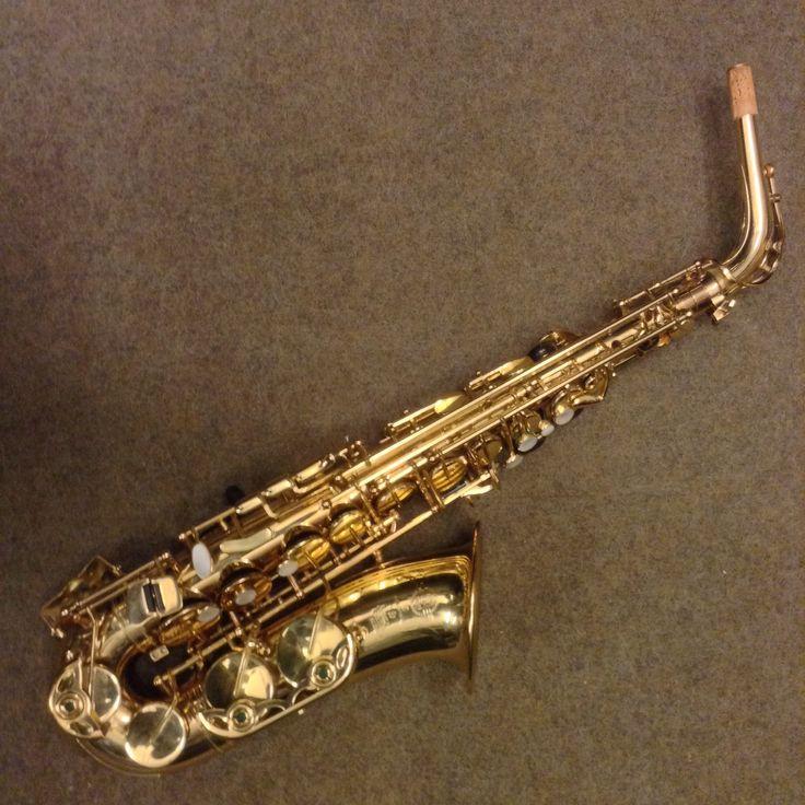 Sassofono contralto Selmer SA 80 II usato in ottime condizioni.  Astuccio incluso nel prezzo.