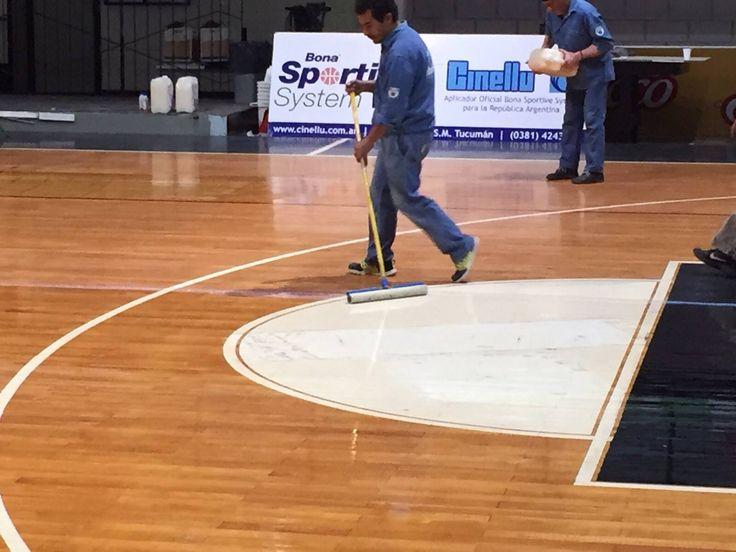 Preparándose para la nueva temporada de la LNB el Club Ciclista Olimpico de La Banda (Santiago del Estero). Renovó su laca Deportiva BONA SPORTIVE ; sin dudas el club santiagueño tiene los pies bien puestos y sus metas deportivas bien adheridas a la única laca que responde a normas de antidelizamiento y es producto oficial FIBA