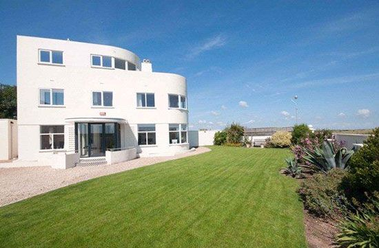 Four-bedroom art deco property in Deal, Kent http://bit.ly/UKGubL