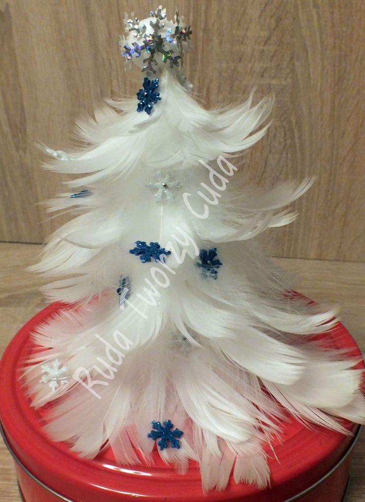 Piórkowa choinka rudatworzycuda.cba.pl/ #rękodzieło #choinka #piórka #śnieżynka #dekoracja  #wigilia #bożenarodzenie #choinka