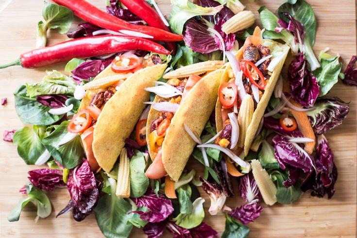 Ecco a voi la ricetta dei tacos messicani in versione vegan preparati dallo chef Martino Beria. Provate tutta la bontà di questi tacos vegan!