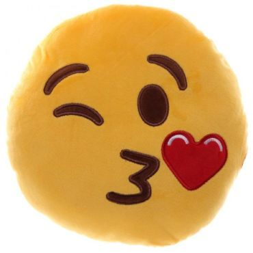 Coussin peluche emoji bisous - pas cher ? C'est sur Conforama.fr - large choix, prix discount et des offres exclusives Peluche et doudou sur Conforama.fr