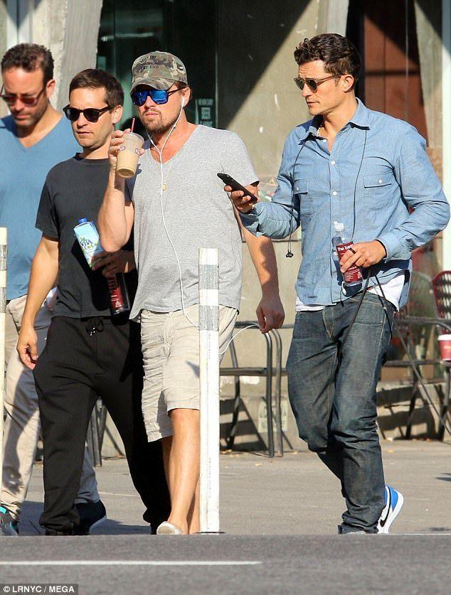 24f5fd1e10fc Leonardo DiCaprio with his boyz Orlando Bloom and Tobey Maguire ...