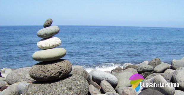 Una lista de las maravillosas playas, calas y piscinas naturales que hay en La Palma, su localización, servicios, condiciones para el baño, etc. Además de accesos rápidos a los restaurantes de cada zona.