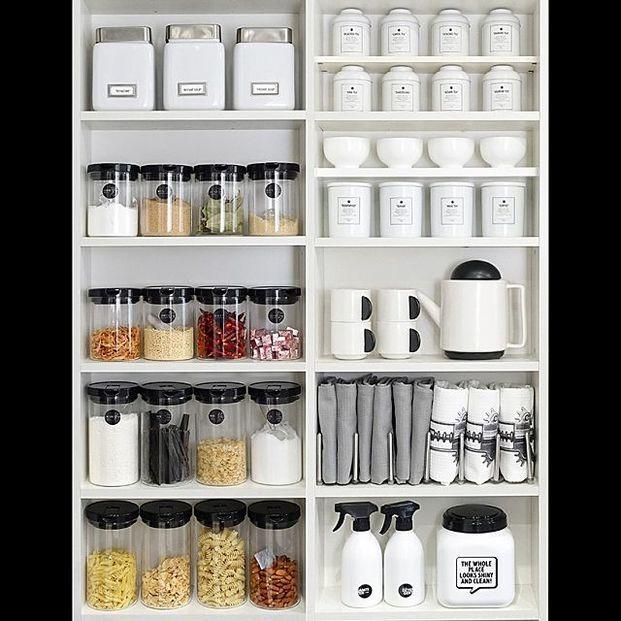 今のキッチンに満足していますか?まずは必ずある調味料類の整理整頓から見直してみましょう!皆さんのお家にある調味料等を上手に「しまう」収納、「見せる」インテリアにする方法を教えちゃいます♡みんなの素敵収納術や、どんな調味料入れ等を使用しているのかをご紹介します。