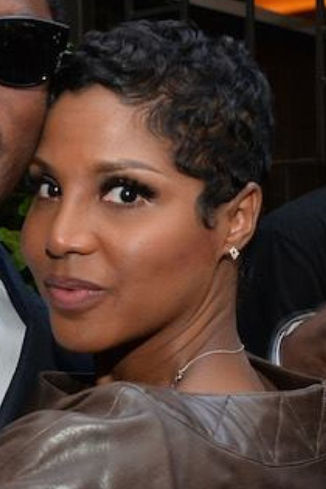 toni braxton hair styles best 25 cut own hair ideas on cut your own 9440