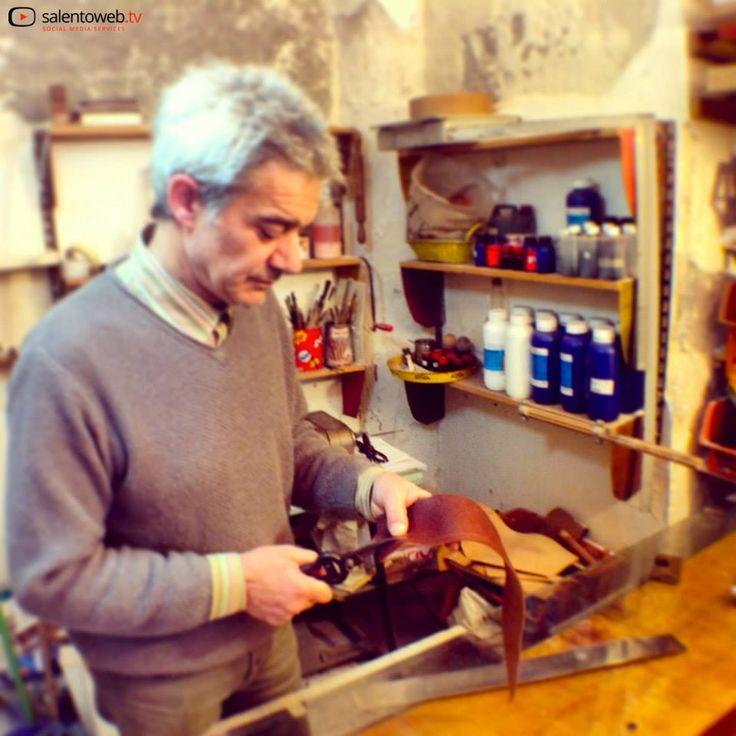 #Salentowebtv #Lecce2019 #artigianatosalentino Guarda il video http://bit.ly/1jC7P57 che racconta la vita da artigiano del cuoio
