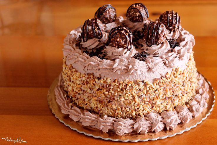 La Torta Rocher è una soffice torta a tre strati farcita con una squisita crema alla nutella e infine, guarnita con ...