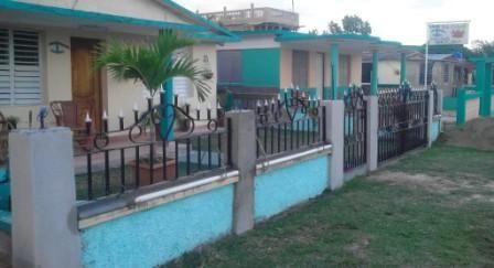 Casa Don Cangrejo Owner:                 Jesús Ávarez Milián City:                     Playa Larga Address:               Calle principa; de Caletón, Playa Larga Breakfast:             Yes, 5 CUC Lunch/ diner:         No Number of rooms:  1