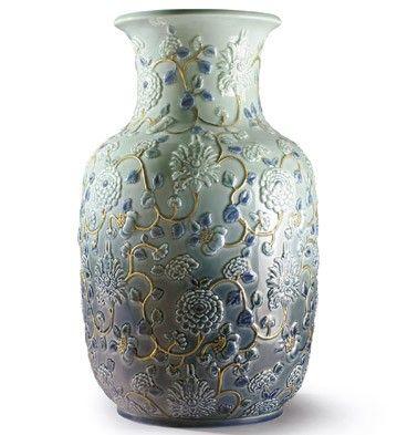 Lladro 09211 PEONIES VASE http://www.lladrofromspain.com/0peva.html  Issue Year: 2016  Sculptor: Dept. Diseño y Decoración  Size: 42x24 cm  #lladro #peonies #vase #porcelain