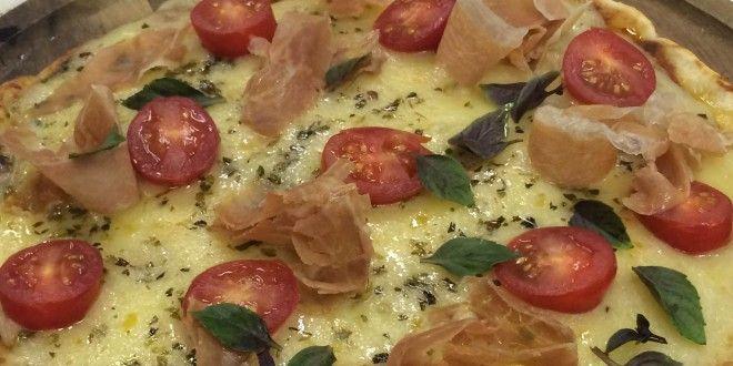 Hoje é dia de pizza! Melhor ainda se for sem glúten! Confira a receita! Ingredientes sem glúten você encontra aqui: https://www.emporioecco.com.br/sem-gluten.html