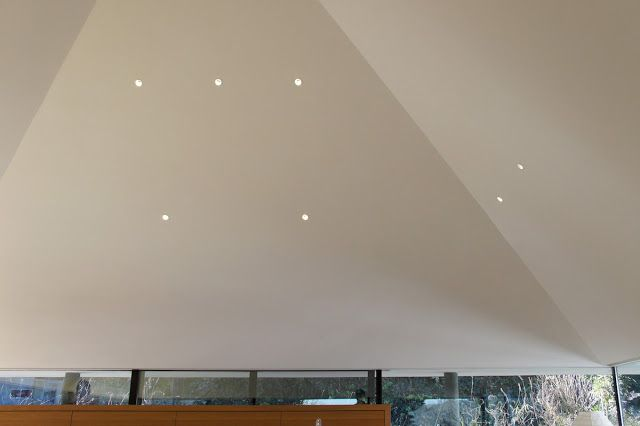 1辺が6 9m 壁芯 とコンパクトな平面なのだが 方形の天井が曖昧な高