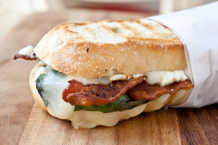 Brie, Basil, Bacon and Blue PaniniRecipe Food, Blue Cheese, Paninis Happy, Bacon Paninis, Paniniplus Lot, Paninis Recipe, Bacon Blue, Blue Paniniplus, Blue Paninis