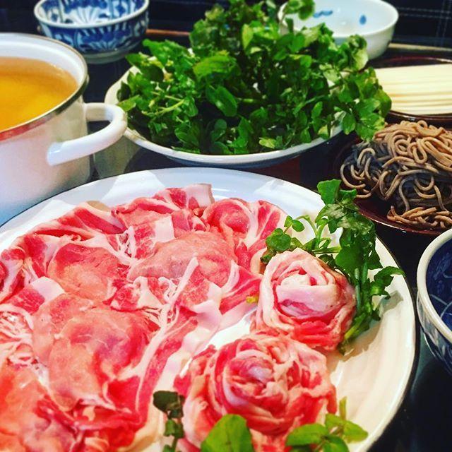 chiaki_ha888882016.2.20#晩御飯 ° 今日は#クレソン鍋 です(⍢) ° ホントは鴨肉でするんですが、無いので豚バラとロース肉で。 カツオと鶏ガラの合わせだし、漬けだれはごまポン酢です。あとはしゃぶしゃぶモチ、シメのお蕎麦( ´艸`) ° クレソン、モリモリでしたがあっという間になくなりました。クセがなくて食べやすいです。 °  #おうちごはん #うちごはん #おうち定食 #おうちカフェ #夜ごはん #おかず #food #鍋#foodpic #instafood  #japanesefood #먹스타그램 #집밥 # #yummy #foodstagram #foodporn #豚しゃぶ