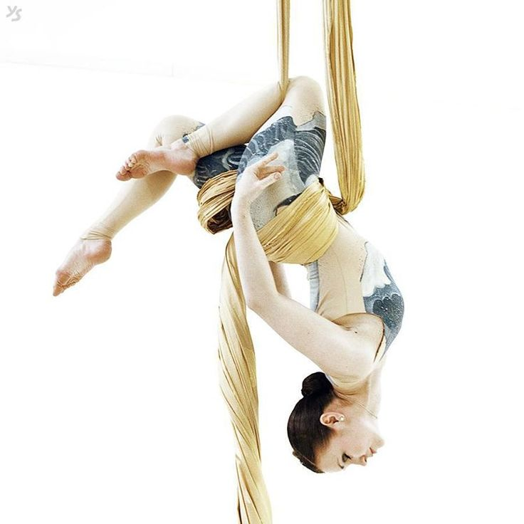 """Aerialist Elena Komarova. Photo by #julchitays #aerialsilks #aerialarts #aerialist #воздушнаягимнастика #aerials #silks #воздушныеполотна"""
