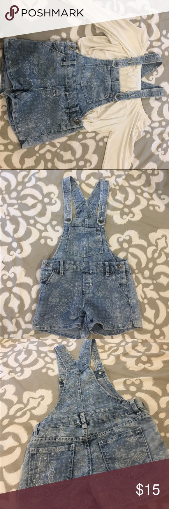 Light wash printed overalls for girls!! Overalls are a size 8!! Perfect for summer to pair with a white tee! Bottoms Overalls